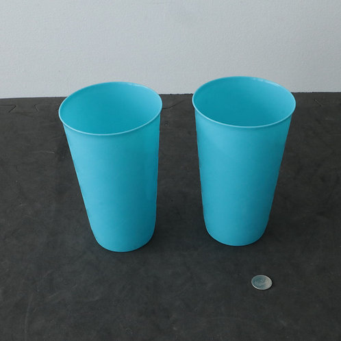 2 verres en plastique