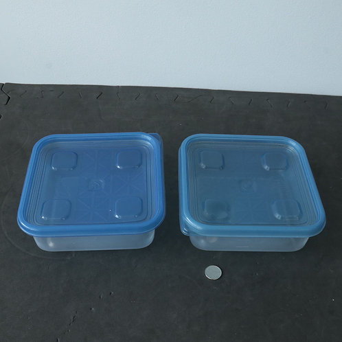 2 plats de plastiques