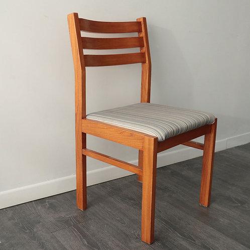 Chaise en bois ( 5 disponible)
