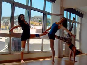 Ζέσταμα πριν το μάθημα Χορού