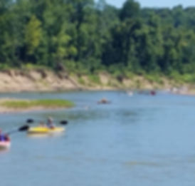 floatng down the Meramec river with Twin Rivers Canoe Rental