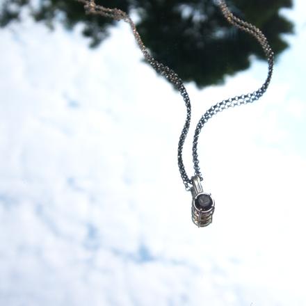 Gem cage_pendant_rutilated quartz_mi bg.png