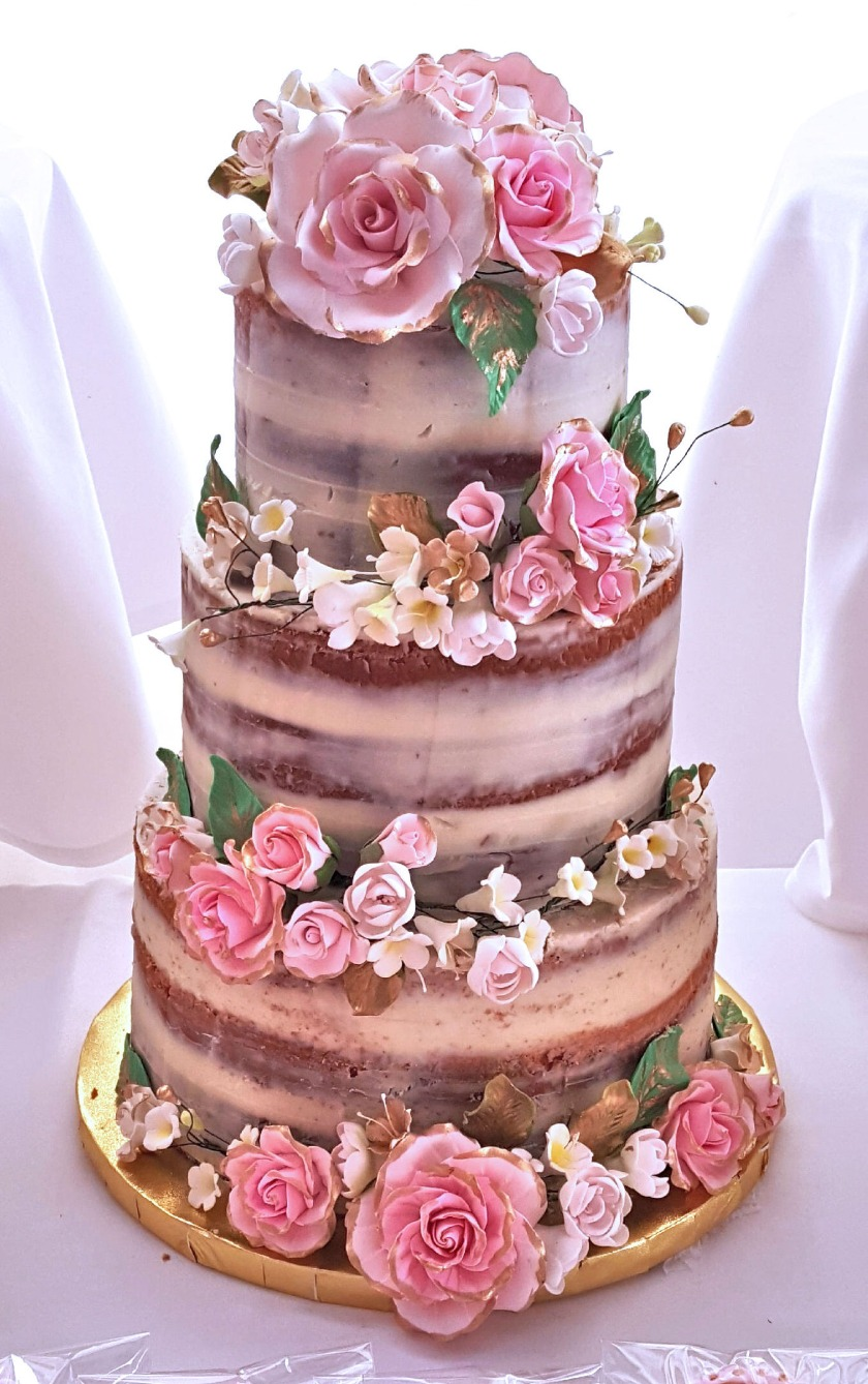 Rustic Wedding Cake Raffia adds a classic and rustic element to this ...