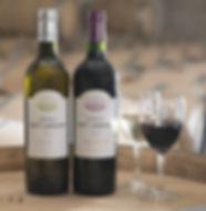 Bouteilles Chateau Haut-Lagrange vin rouge et vin blanc sur barrique
