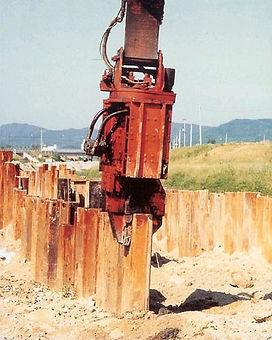 pile driver, pile hammer, vibratory hammer