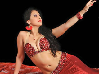 Campeã do mundo, bailarina volta à festival no Egito para ensinar novas profissionais