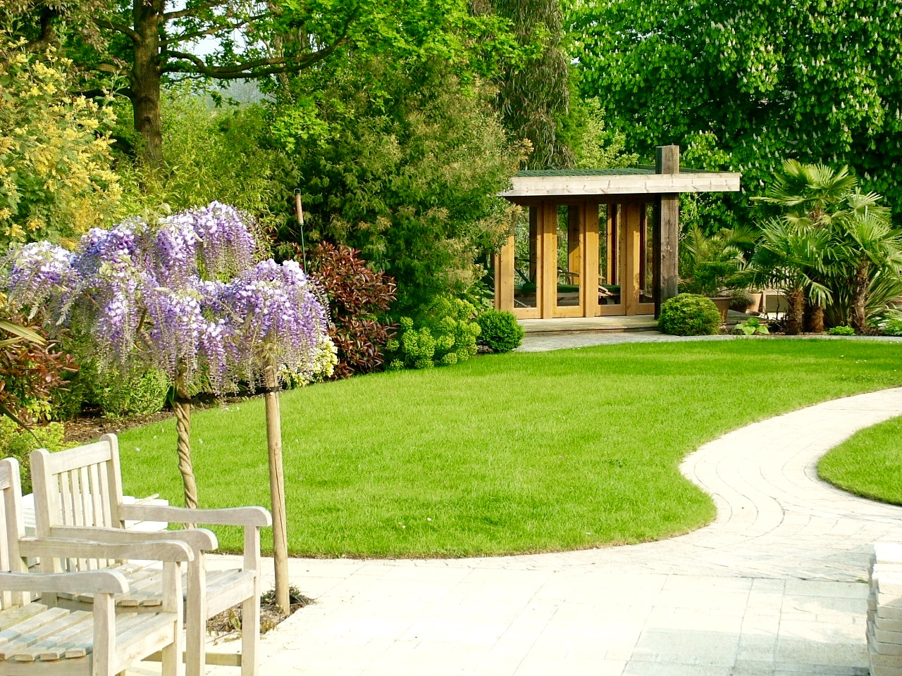 Summer House in Landscaped Garden
