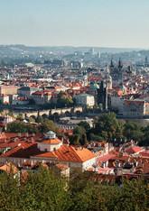 Karlův most - pohled z Petřína.jpg
