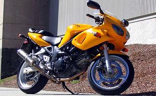 Suzuki amarillo