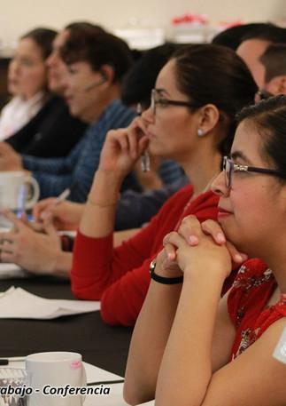 6Fotos de conferencia IE.jpg