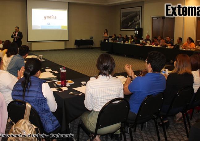 7Fotos de conferencia IE.jpg