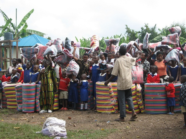 Children of Aunt Elvi Mikkola Primary School and their families express their ap