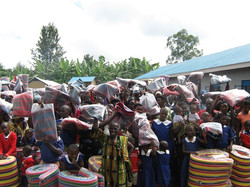 Children of Aunt Elvi Mikkola Primary School and their families pose with their