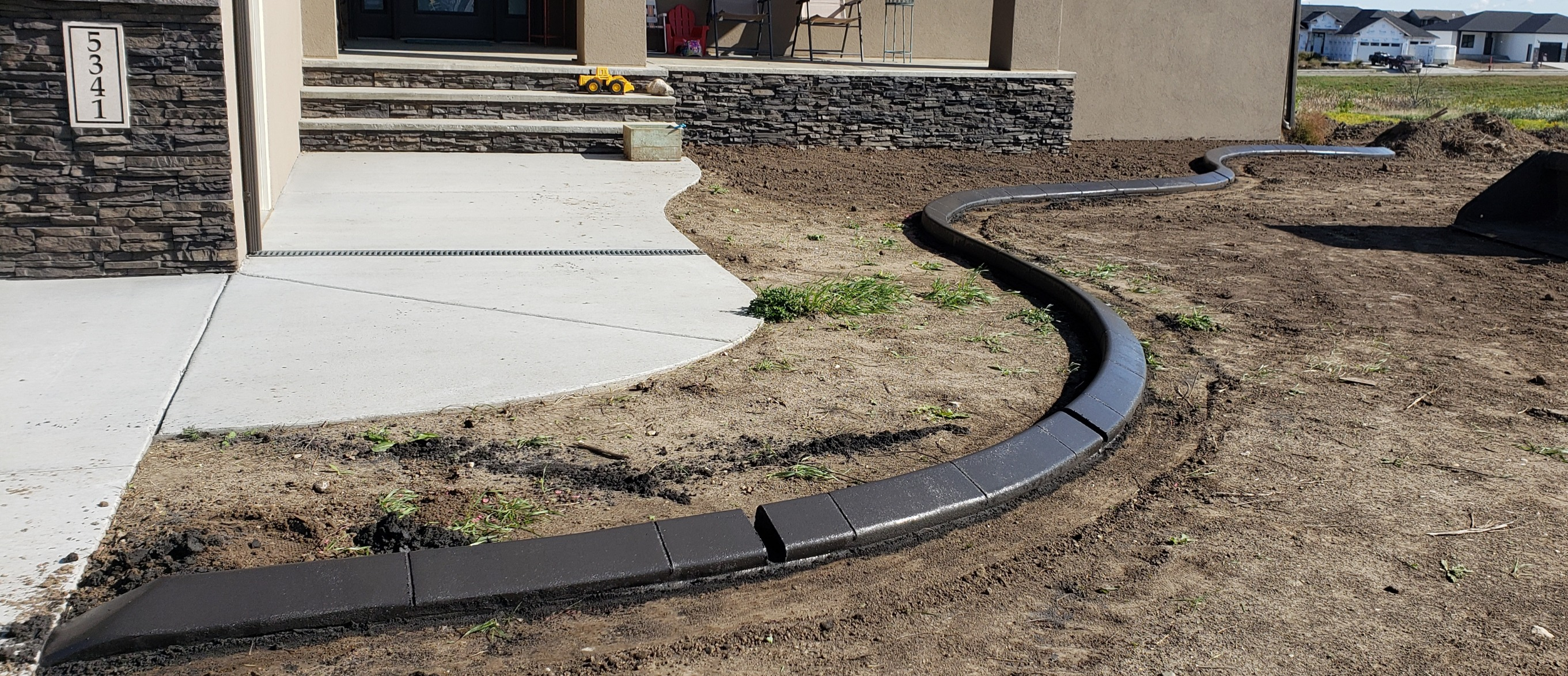 Valley Borders Custom Curbing