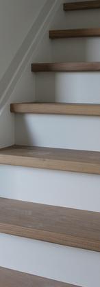 Moderne trap in eikenhout