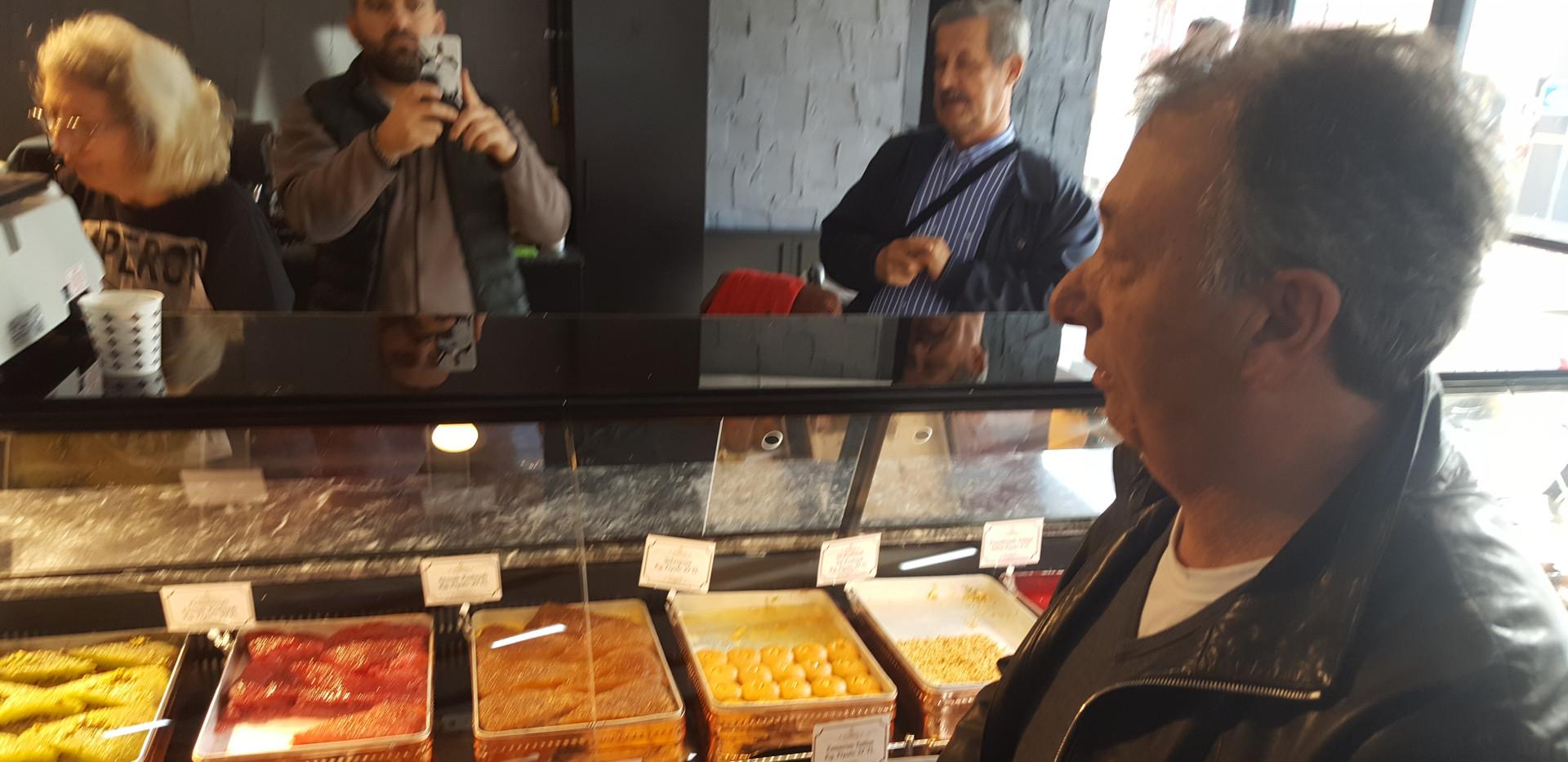 BJK Başkanı Ahmet Nur Çebi Tatlane Reyonunu İncelerken