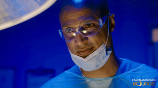 Dr. Ross preps for surgery S5E3.jpeg