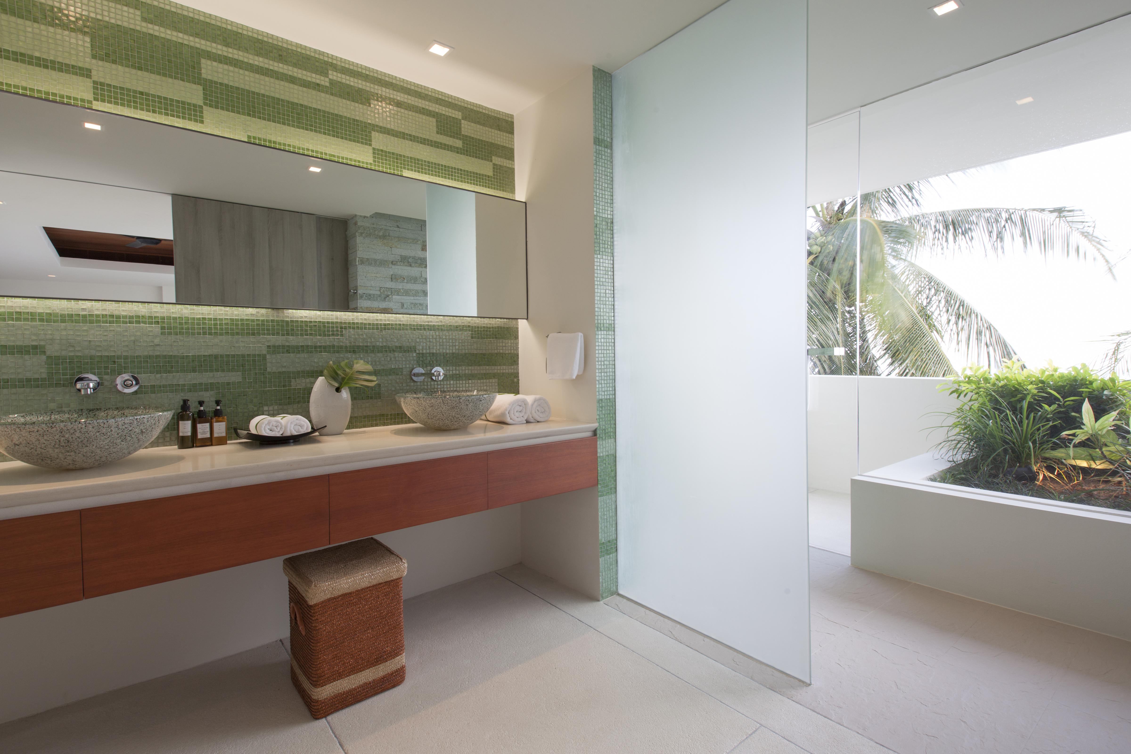 20120811-Bathroom 4-002