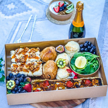 brunched box for 8 to 10 people