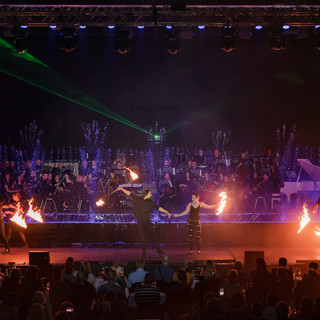 uguns uz skatuves