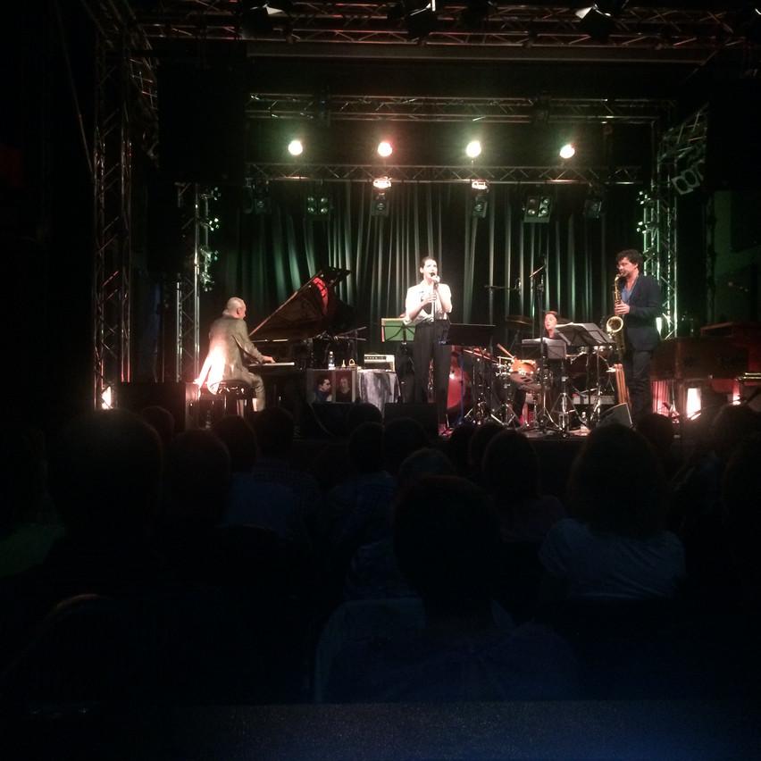Lia Pale live : )!