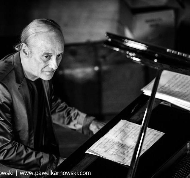 mathias rüegg on piano
