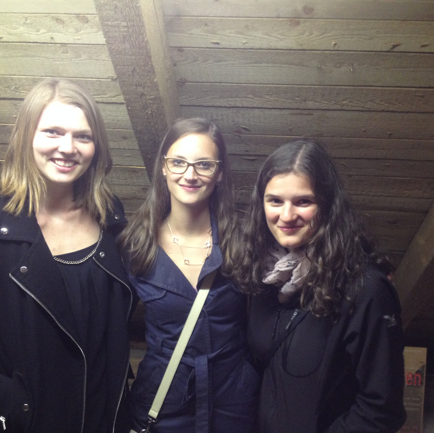 the singing girls!