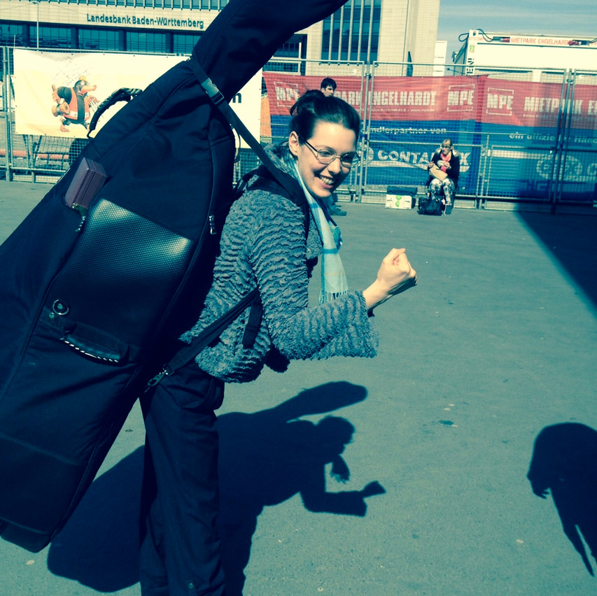 Ohyes carrying Hans' Bass...