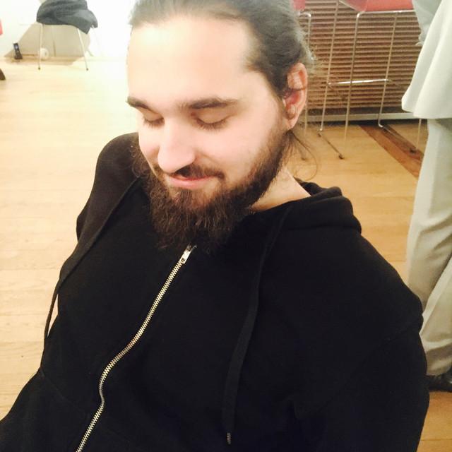 Mario Rom resting : )