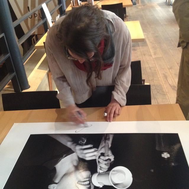 signing Pawel Karnowski's photograph