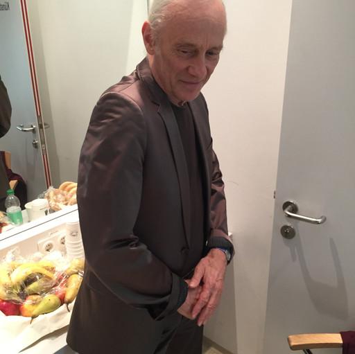 rüegg showing us his suit : )