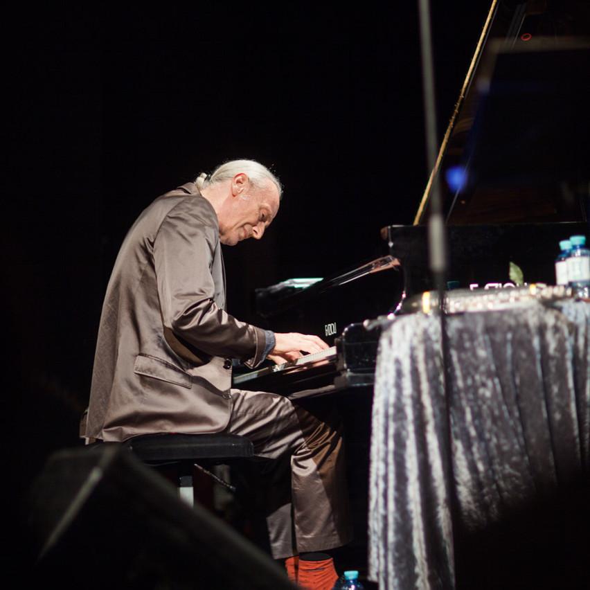 mathias rüegg on piano!