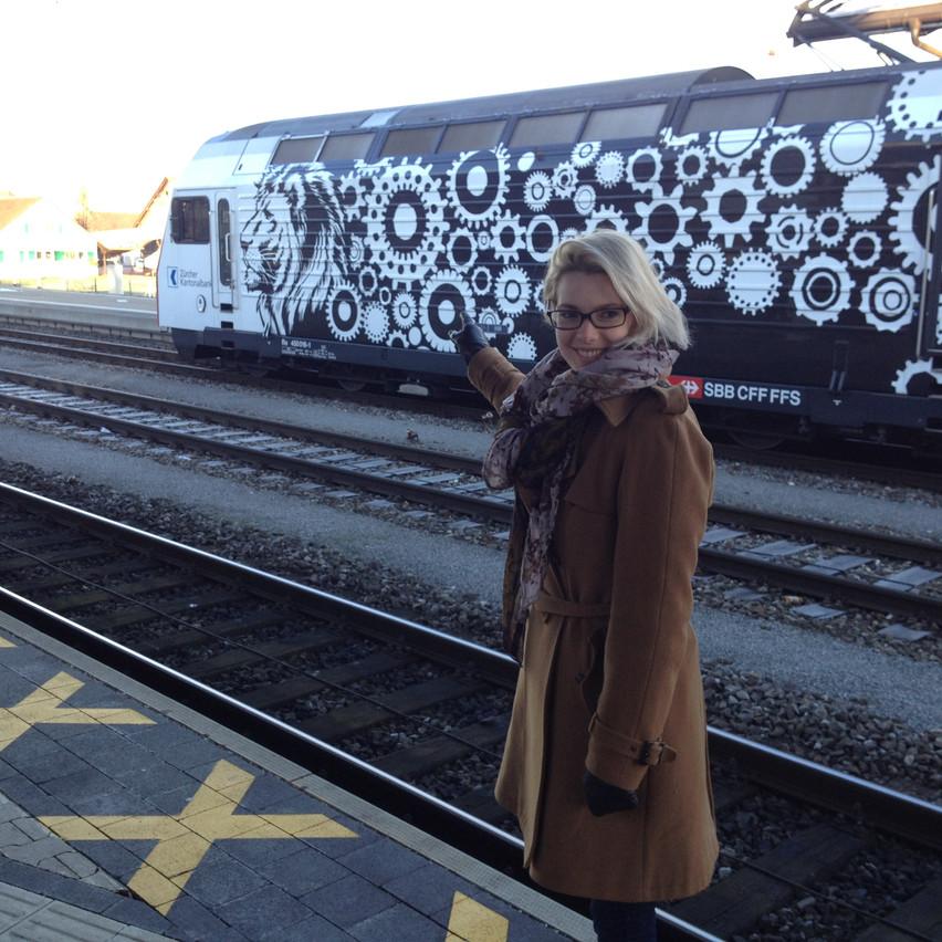 fo the train to come in : )