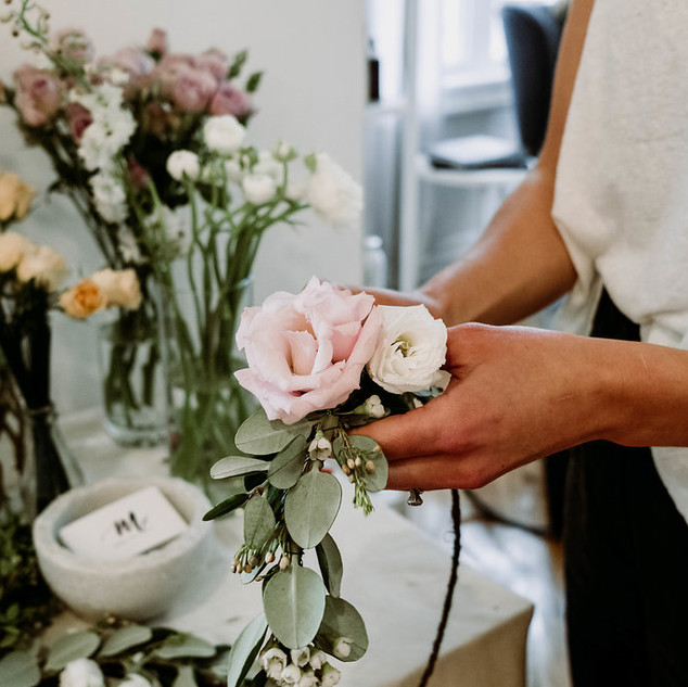 Flower crown workshop | Photo by Jenny Thompson Co