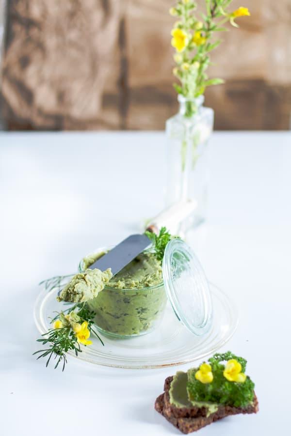 pasta z groszku, zielony hummus