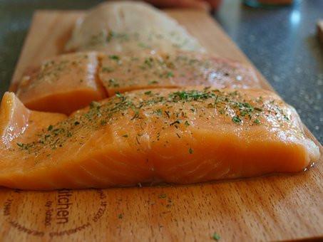 łosoś, zdrowy tłuszcz, kwasy Omega 3