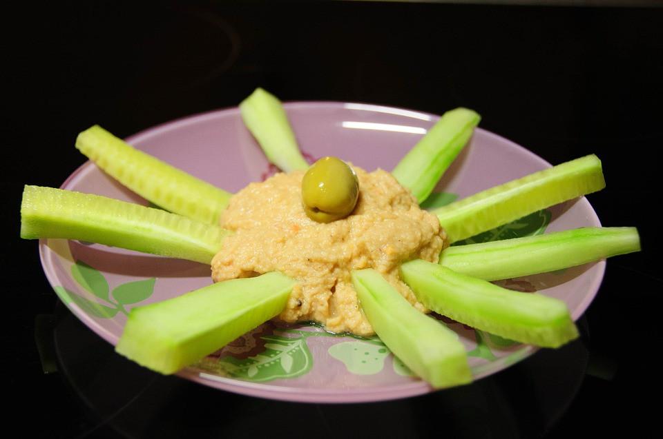 humus z warzywami, proteinowe przekąski