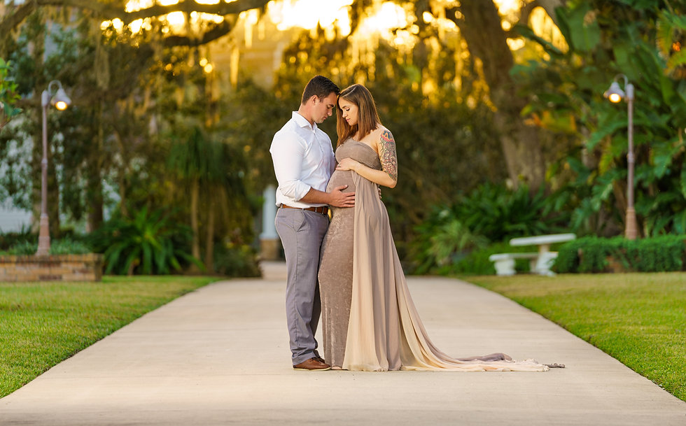 Maternity photo shoot with husband and pregnant wife