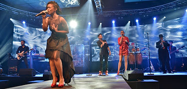 Sängerin und Liveband auf einem Event in der Schweiz als Eventband und Liveband mit Entertainment.