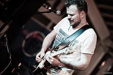 Musiker und Künstler mit Sänger als Hoch
