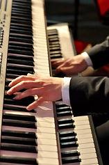 Loungeband, Pianist, Piano und Sängein, Hintergrundmusik, Barmusik, Band Loungemusik, Loungeband buchen. Jazzband, Jazz Sängerin buchen.