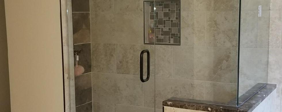 leo bathroom 5.JPG