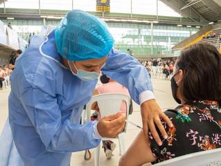 """Nuevo punto de vacunación en """"El Tesoro"""". En día festivo se reduce tiempo de espera"""