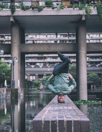 Barbican headstand