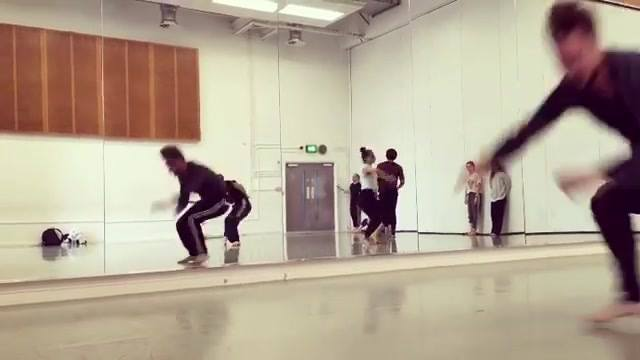 Class phrase last year as part of #bside2017 Lab ... #dance #movement #dancestudio #videos #videooftheday #instamood #instagood #companydecalage #marsoriviere #danceclass #danceworkshop