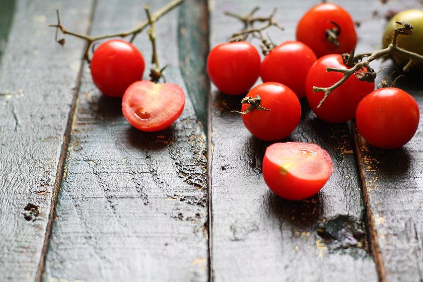 עגבניות ודובדבנים