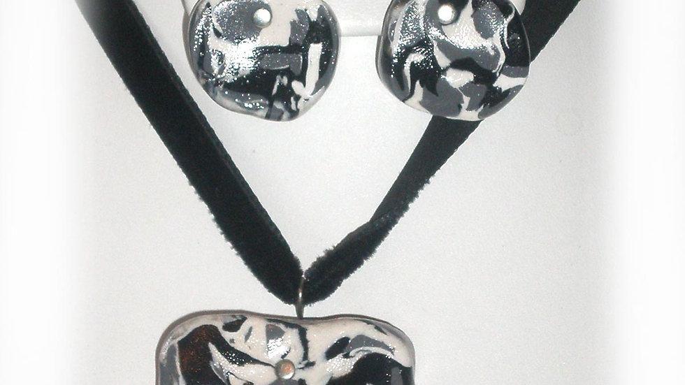 Black-white marble pendent