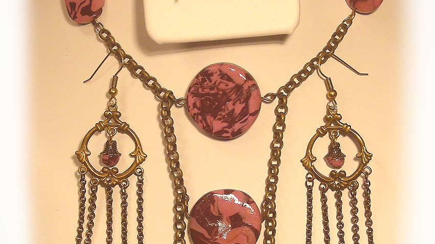 Brown-pink marble beads