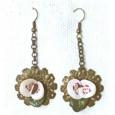 P1000768-flowers-on-metal.jpg