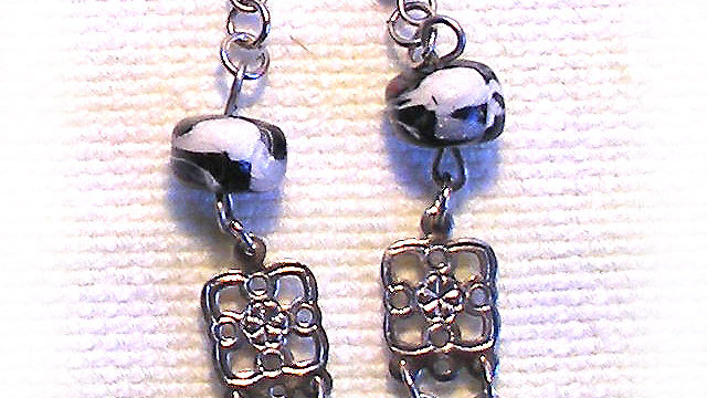 Earrings Black-white beads